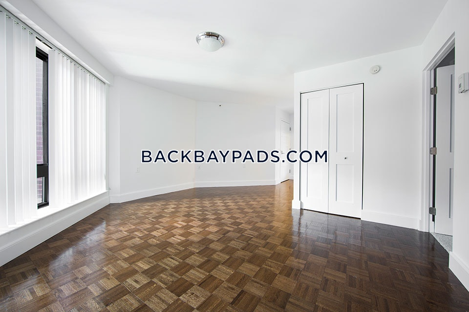AMAZING 2 BED 1 BATH UNIT-LUXURY BUILDING NEXT TO NEWBURY ST $5,250 - Boston - Back Bay $5,250
